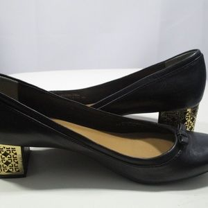 ❤Firm Offer❤Tory Burch with Gold Logo Heel